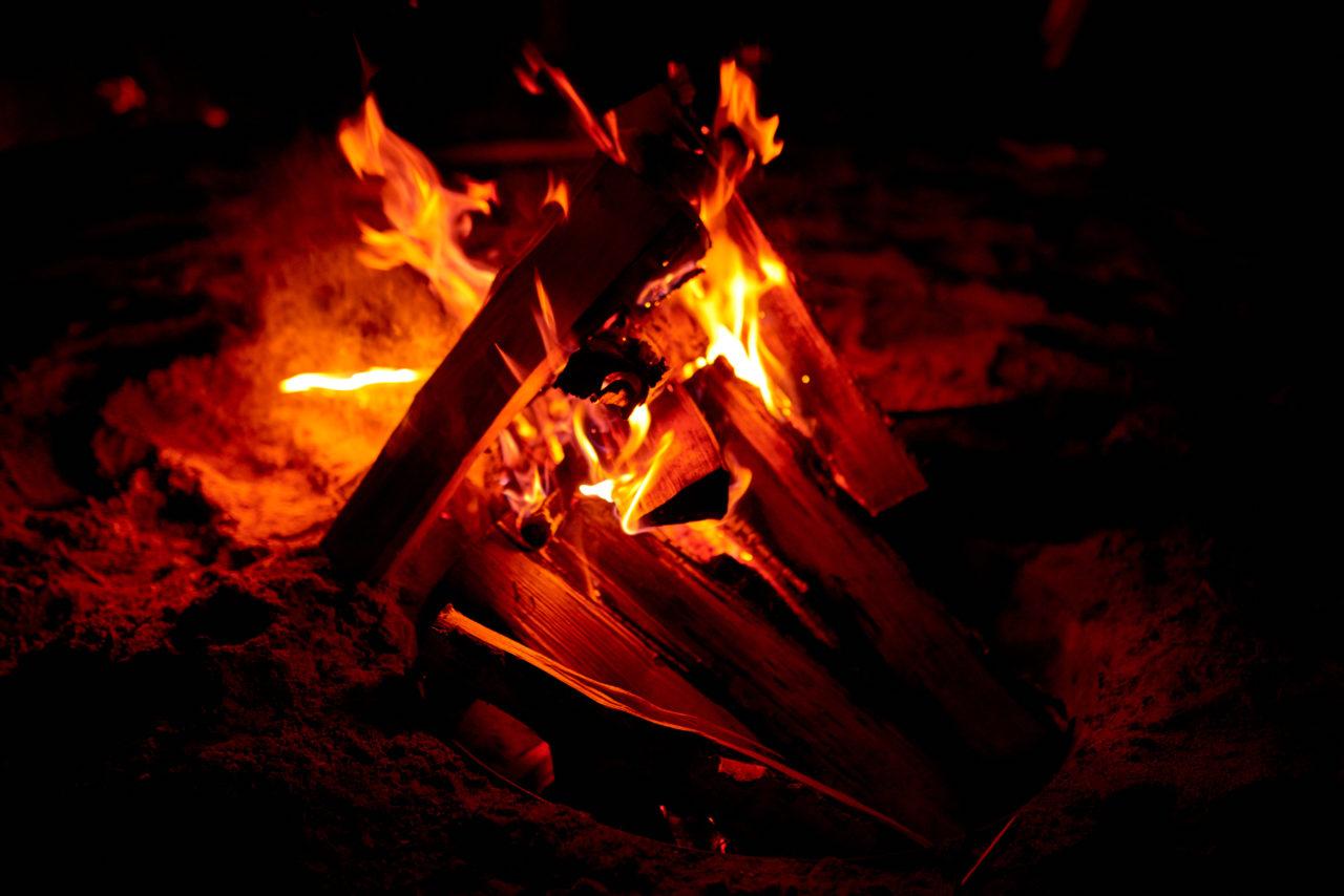 burning-campfire-outdoors-DBS2QKA-1280x854.jpg